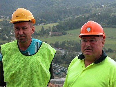 Technický ředitel Josef Pelc (vlevo) v lomu.