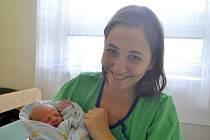 Dominik Rulc se narodil 17. května 2015 s výškou 50 centimetrů a váhou 2955 gramů. Maminka Denisa a tatínek David si svého prvorozeného odvezli do Poděbrad.