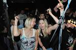O pravou předvánoční rockovou atmosféru se U Vodvárků postarali Sakra! a Blue Bucks