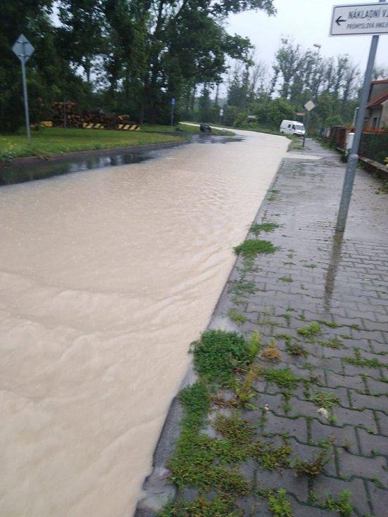Pod Viničákem v Kolíně po přívalových deštích 14. června 2020.