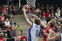 Z utkání BC Kolín - Nymburk (72:100).