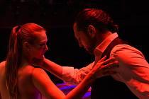 Dárkový večer. Přehlídka tanečních vystoupení v Městském divadle v Kolíně.