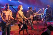 Kapela Medvěd 009 s úspěchem vystoupila i na letošním festivalu Rock for People v Hradci Králové, v sobotu 21.7. se představí v Poděbradech na přehlídce Barvy léta.
