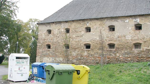 Sýpka Mírkovské tvrze v Plaňanech