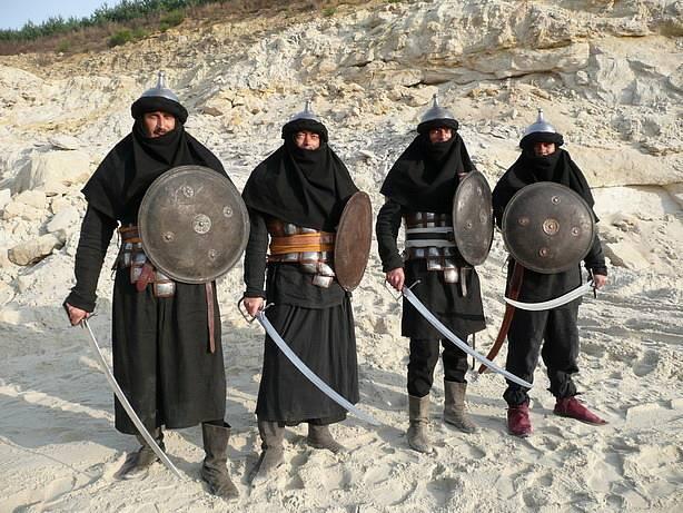 Filmoví Saracéni v podání skupiny historického šermu Páni z Kolína