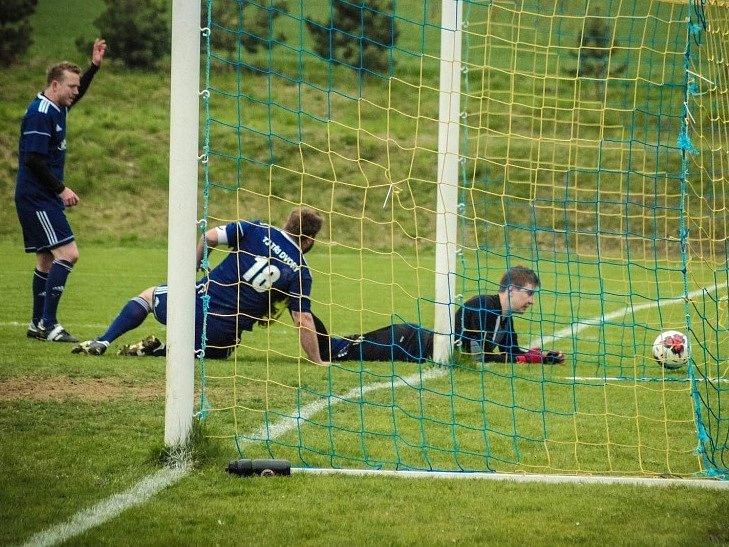 Z utkání Libodřice - Tři Dvory (1:3).