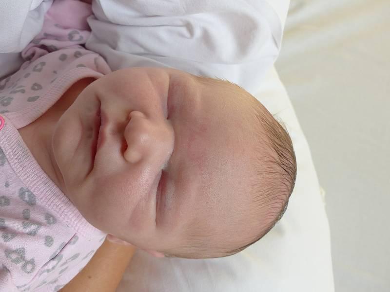 Kristýna Randová se narodila 13. září 2021 v kolínské porodnici, vážila 3370 g a měřila 49 cm. Do Velenic si ji odvezla sestřička Nikol (6) a rodiče Andrea a Josef.