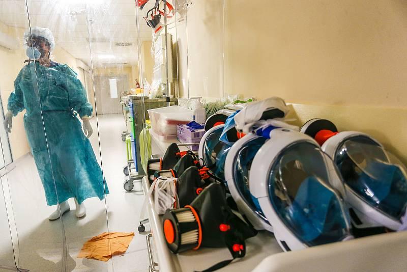 Oddělení pro pacienty s covid-19 v Oblastní nemocnici v Kolíně.