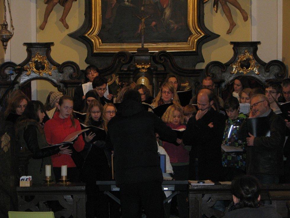 Příprava na koncert při příležitosti ukončení oprav kostela ve Lstiboři