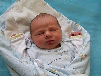 Mikuláš Novák se narodil 4. dubna 2018. Vážil 3550 gramů a měřil 51 cm. V Polepech bude vyrůstat s maminkou Veronikou, tatínkem Ondřejem a bráškou Kristiánem (6).