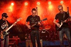 Kapela BBONK neboli Blues Band Oblastní nemocnice Kolín zahrála U Vodvárků.