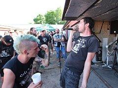 Třináct především punkových a kolínských kapel zahrálo na letošním Garagefestu.