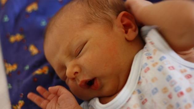 Maminka Pavlína a tatínek Martin z Českého Brodu se těší z prvního potomka. Matěj Kalamár se narodil 12. dubna 2012. Po narození vážil 3410 gramů.