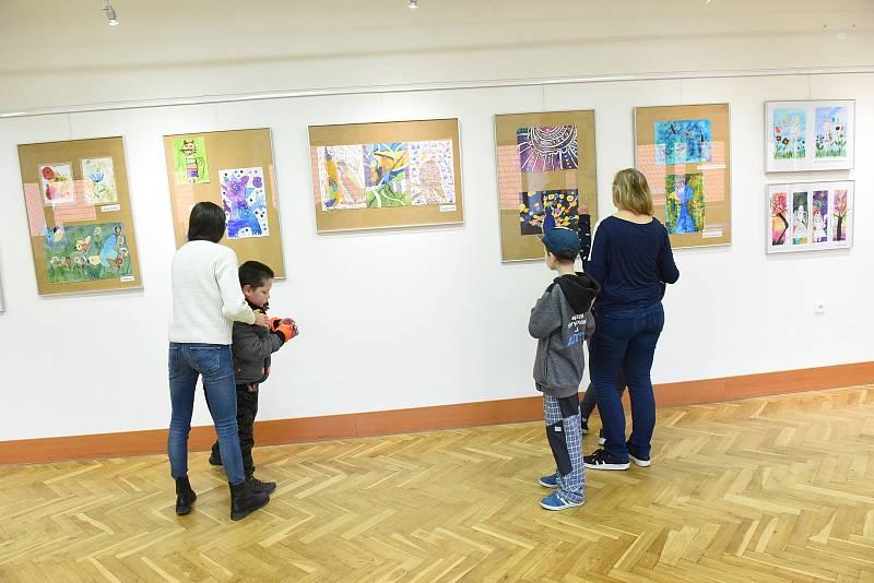 Z výstavy Radost v Městském společenském domě v Kolíně.