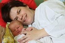 Do obce Velké Chvalovice si maminka Michaela Kovářová a tatínek Antonín Žibrun odvezli dceru Veroniku Žibrunovou. Ta se v kolínské porodnici narodila 11. května 2011 s váhou 3800 gramů a výškou 51 centimetr.