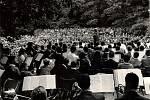Úspěch hudebního festivalu rostl velice rychle, jediný ročník, který se nekonal byl 43. v roce 2006. Z organizačních důvodů byl Kmochův Kolín odložen.