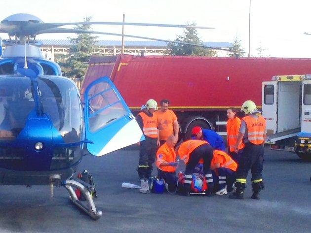 Muže transportoval vrtulník