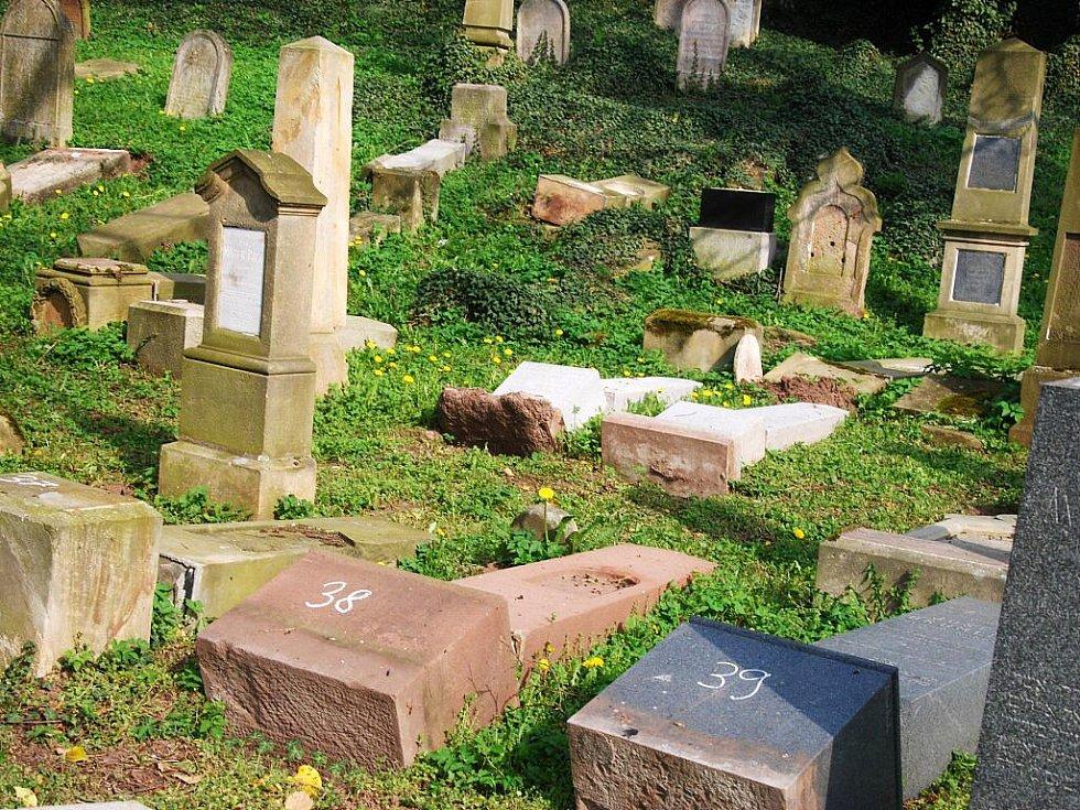 Vandalové řádili na židovském hřbitově