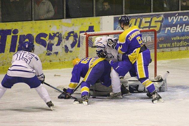 Druhé utkání čtvrtfinálové série mezi Nymburkem a Kolínem vyhráli hosté 5:3.