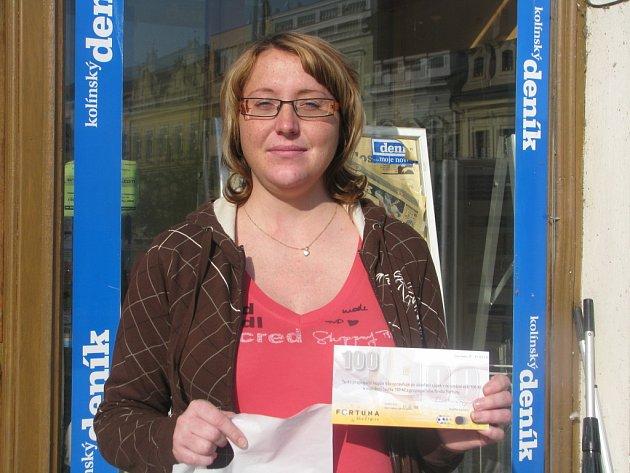 Lucie Kloudová z Velkého Oseka si z naší kolínské redakce odnesla speciální tričko pro vítěze kola a volný tiket sázkové kanceláře Fortuna v hodnotě 100 korun.
