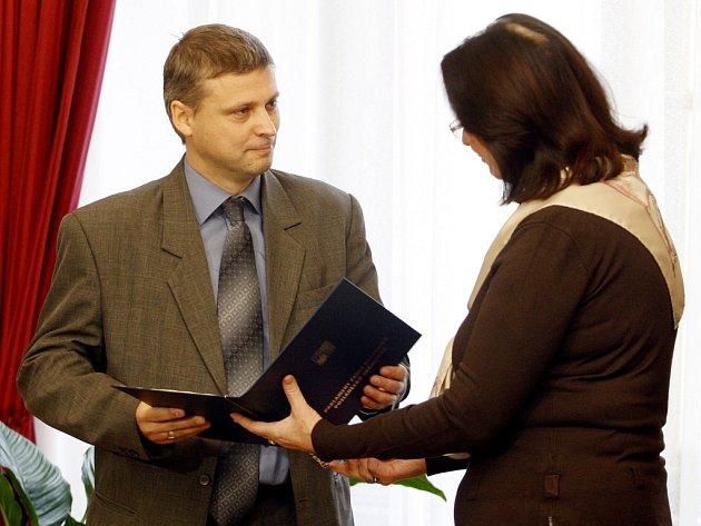 Nový poslanec Roman Pekárek převzal ve středu 7. listopadu 2012 jmenování od Miroslavy Němcové, předsedkyně Poslanecké sněmovny Parlamentu ČR.