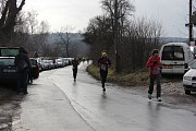 Vánoční běh přilákal mnoho běžců.