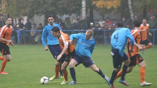 Z utkání Převýšov - FK Kolín (0:2).
