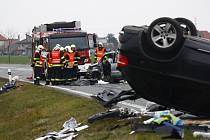 Smrtelná nehoda mezi obcemi Veltruby a Velký Osek
