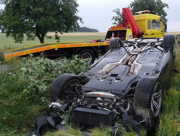 Havárie vozu BMW poblíž Lošan