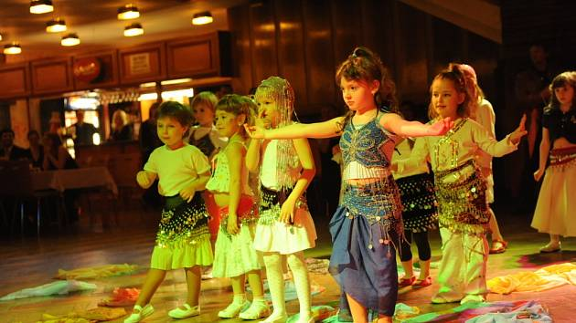 První ples rodinného centra v Kolíně.