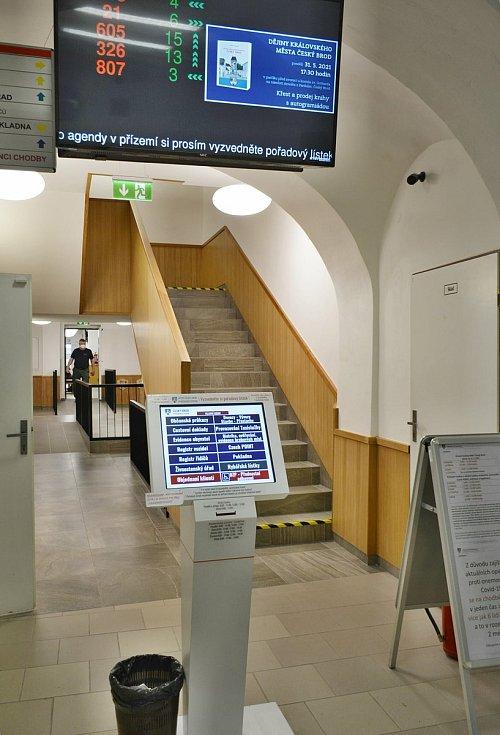 Upravený interiér Městského úřadu na náměstí Arnošta z Pardubic v Českém Brodě.