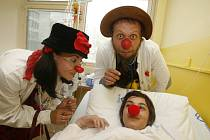 Za dětmi do kolínské nemocnice zavítají zdravotní klauni.