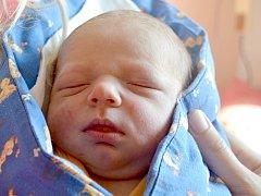 Adam Poula se narodil 20. srpna 2013 mamince Lence a tatínkovi Tomášovi z Kolína. Po narození měřil 50 centimetrů a vážil 3485 gramů. Dětským světem ho provede pětiletý bráška Kubík.