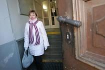 Vstup pro vozíčkáře do budovy soudu: velký problém