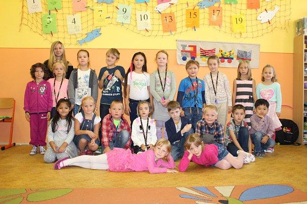 Třída 1.A5. základní školy Kolín vMnichovické ulici, třídní učitelka Daniela Řezníčková