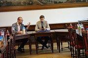 Politická uskupení Změna pro Kolín, Kolíňáci a Volba pro Kolín podepsala koaliční smlouvu v jednacím sále kolínské radnice.