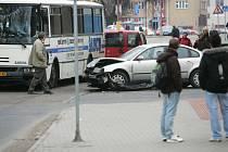 Srážka autobusu a osobního auta. Kolín, 1.4. 2009