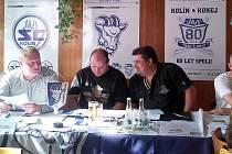 VALNOU HROMADU TJ SC Kolín  vedl prezident klubu Ondřej Franc (vlevo). Kromě něj mimo jiné vystoupili i členové správní rady Václav Nedbal (uprostřed) a Aleš Jindra (vpravo).