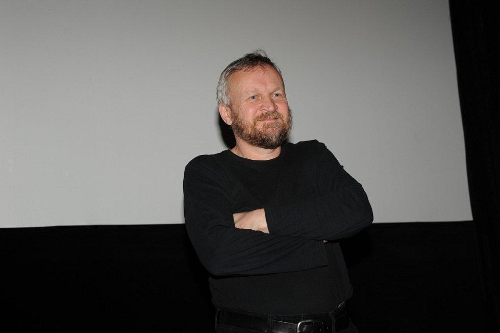Občan Havel přikuluje v kolínském kině.