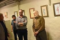 Z vernisáže společné expozice Stanislava a Ondřeje Pokorných v prostorách Pod Točnou v suterénu Městského divadla v Kolíně.
