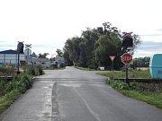 Železniční přejezd na trati Pečky - Kouřim, kde došlo k několika dopravním nehodám.