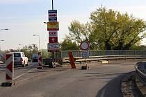 Práce v Třídvorské ulici v Kolíně budou letos po opravě v Ovčárecké pokračovat velkou rekonstrukcí vodovodu a kanalizace.