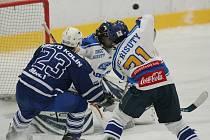 Z utkání II. hokejové ligy Kolín - Řisuty (4:7).