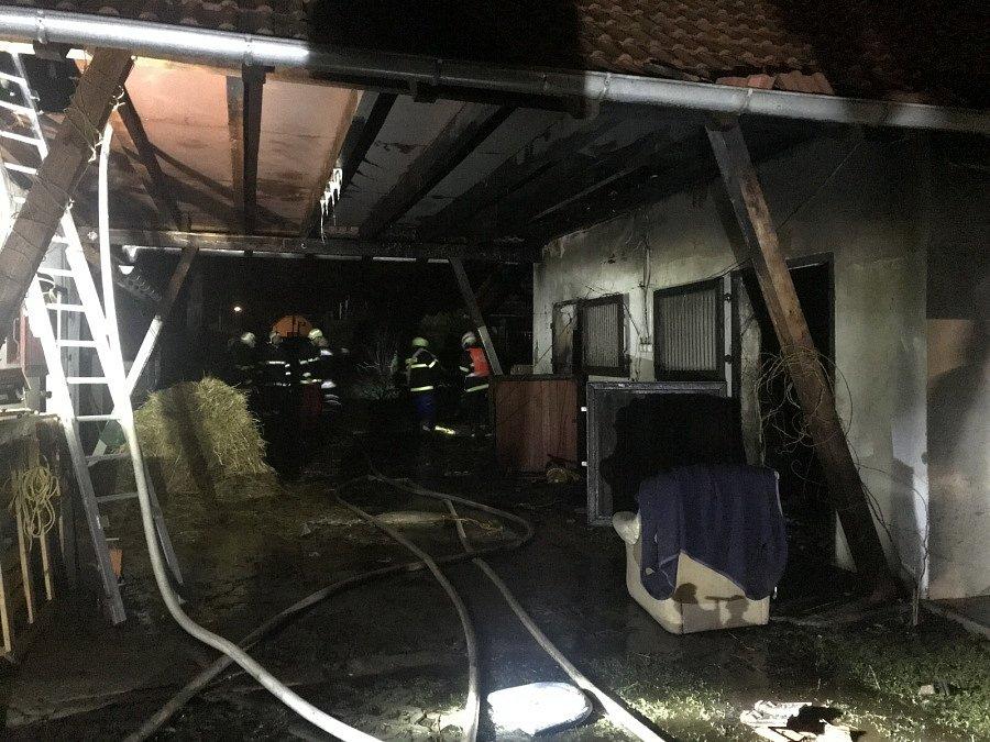 Požár zemědělského stavení na Kolínsku.