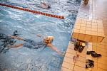Zájem o plavání momentálně stoupá, říká trenérka Jana Hubalová. Není to tak, že by pro rodiče byly zajímavé pouze sporty jako hokej či fotbal.