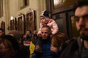Chrám a jeho okolí zaplnily na adventní Otevřenou ulici stovky lidí.
