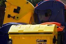 Českobrodské Technické služby mají nyní k dispozici osmnáct nových kontejnerů