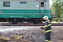 Požár u železniční trati ve Starokolínské ulici v Kolíně