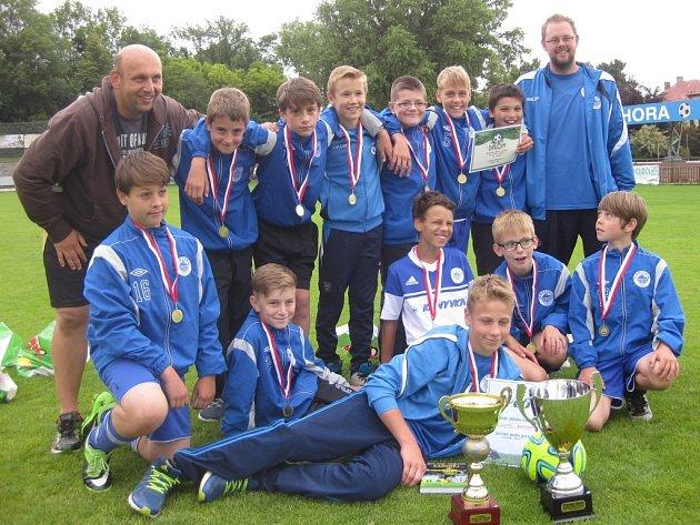 Mladí fotbalisté Kolína nenašli přemožitele a zaslouženě vyhráli turnaj v Kutné Hoře.