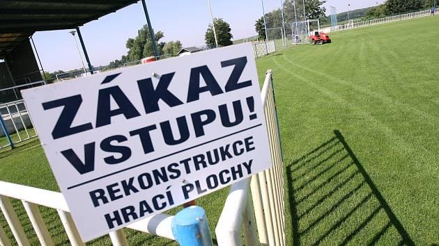 Fotbalové hřiště v Býchorech je podle čtenářů Kolínského deníku nejlepším na okrese.